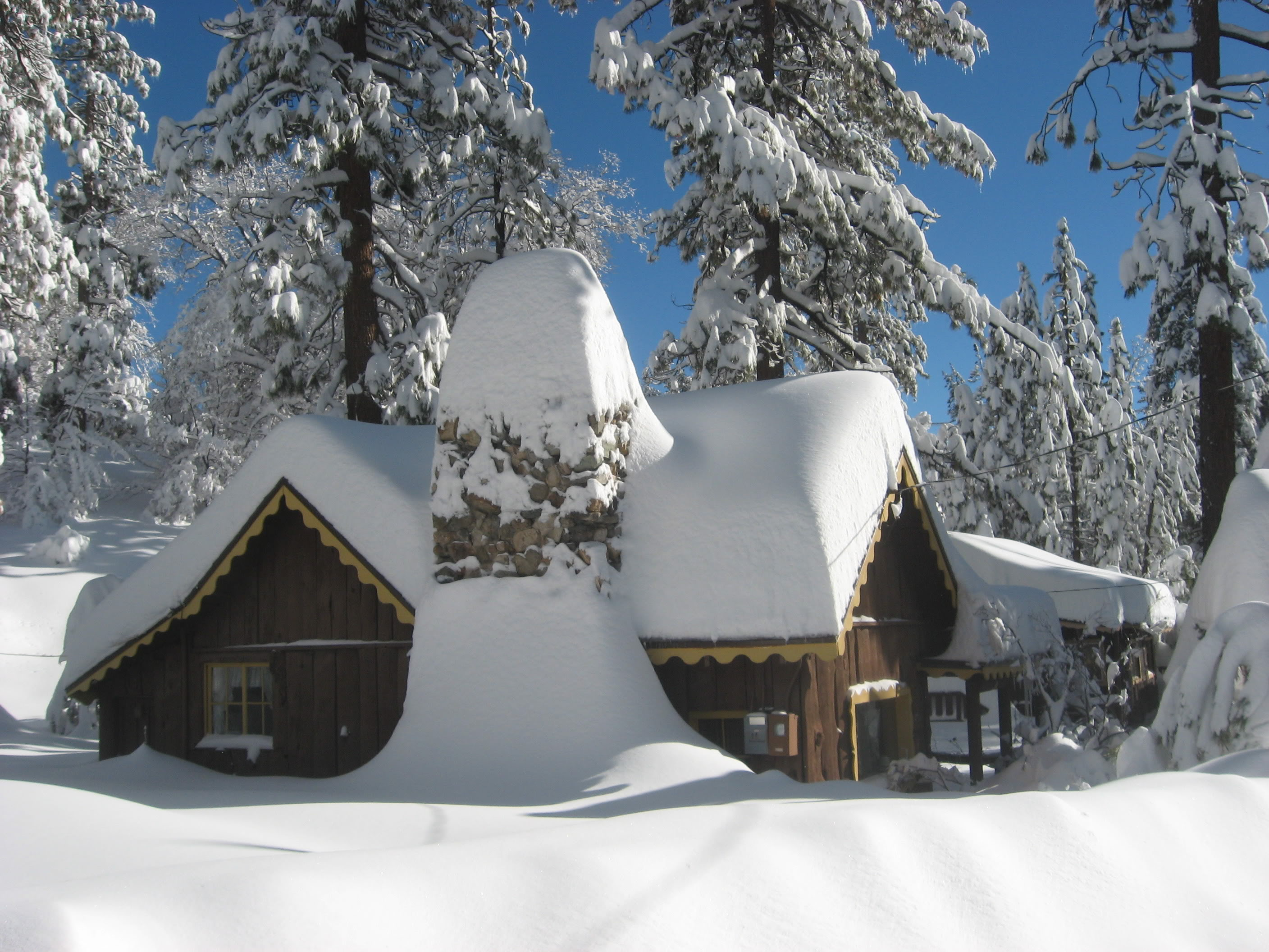 Preventing roof damage from snow outdoor design build for Snow load roof pitch